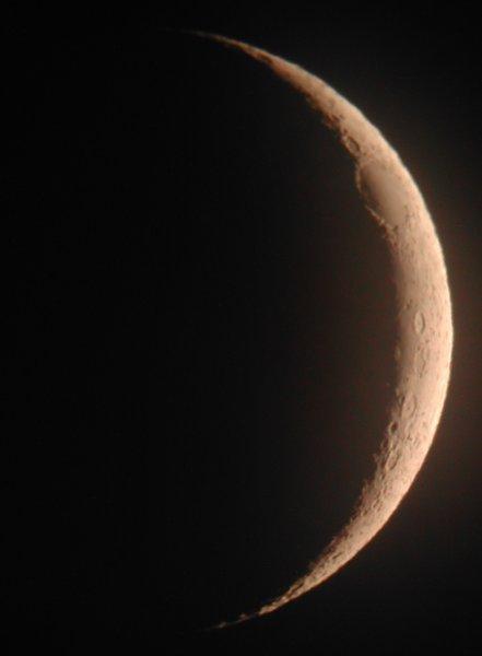 måne gjennom stjernkikkert